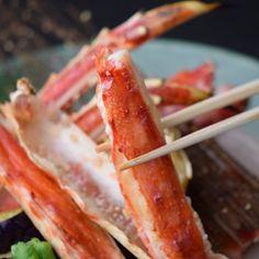 Taraba King Crab charcoal grill  タラバ蟹炭火焼き  #kitaohji #kaiseki #authenticjapanesecuisine #taraba #kingcrab #japanesefood #instafood #foodpic #yum #yummy #dinner #thonglor #sukhumvit #bangkok #อาหารญ by takashi.kitahara