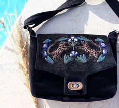 Elsa sur Instagram: J'ai profité de l'été pour coudre mon #sacmenuet de @patrons_sacotin avec ma #broderie tigres 😍 J'ai voulu le coudre en velours avec une…