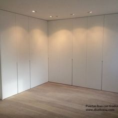 armario-puertas-correderas-lacadas-blanco-lisas-modernas-con-tirador-embutido-renteria-san-sebastian Wardrobe Room, Built In Wardrobe, Closet Bedroom, Home Bedroom, Home Room Design, Loft Design, House Design, Living Room Decor Colors, Bedroom Cupboards