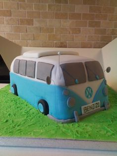 I want this as my next birthday cake! Except pink and with my initials on the license. :)
