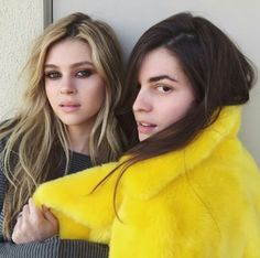 Nicola Peltz - The sultry smoky eye totally seals the deal on this one—Nicola's look (left) is giving us total Bardot bedroom vibes. Cute Girls Hairstyles, Messy Hairstyles, Wedding Hairstyles, Medium Hair Styles, Natural Hair Styles, Short Hair Styles, Messy Hair Look, Bed Hair, Nicolas Peltz