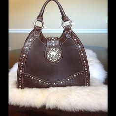 NWTMontana West Croco Trimmed Satchel Gorgeous coffee brown! Pebbled texture with croco trim. Large crystal engraved concho. Silver and crystal studs. Details are endless!Faux leather. Includes a long removable shoulder strap. Tag MSRP $74.99 ❤️ Montana West Bags Satchels