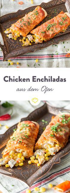 Mit cremigem Frischkäse, saurer Sahne und saftiger Hähnchenbrust werden aus überbackenen Maistortillas in Chili-Sauce, echte Chicken-Enchiladas.