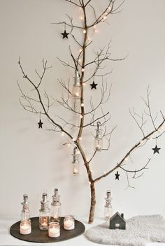Do you love that rustic, country look, and want to add a bit of comfy, warmth to your Christmas decorating this year? Here we have a great list of cool rustic Christmas decorations that you can easily DIY. Noel Christmas, Scandinavian Christmas, Rustic Christmas, All Things Christmas, Winter Christmas, Christmas Crafts, Christmas Design, Christmas Branches, Christmas Trimmings