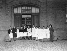 """Euthanasia"" nursing staff in 1945. Hadamar Institute at the entrance to the main building."