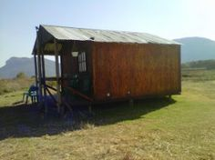 Brits Self catering, Looking for peaceful and beautiful destination for your next holiday, then look no further than the charming and picturesque town of Hartebeesport Dam, on your way to Brits. Next Holiday, Catering, Shed, Outdoor Structures, Beautiful, Catering Business, Gastronomia, Barns, Sheds