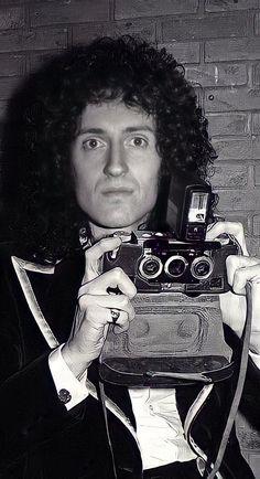 Queen Brian May, Queen Photos, Killer Queen, 3 Kids, Rock Stars, Im In Love, Hair Looks, Rock Bands, England