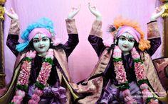 To view Nitai Gaurachandra Close Up Wallpaper of ISKCON Chowpatty in difference sizes visit - http://harekrishnawallpapers.com/sri-sri-nitai-gaurachandra-close-up-wallpaper-006/
