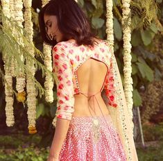 6 Indian Blouse Designs That Make For Perfect Bridal Inspiration For You Straight Off The Runway sari blouse Sari Design, Choli Blouse Design, Saree Blouse Neck Designs, Fancy Blouse Designs, Indian Blouse Designs, Traditional Blouse Designs, Back Design Of Blouse, Latest Blouse Designs, Choli Designs
