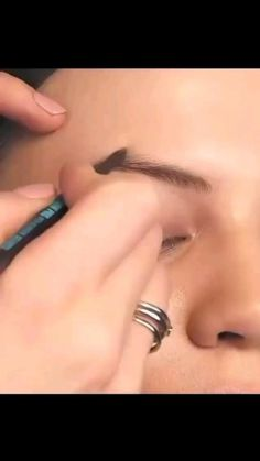 Pretty Eye Makeup, Makeup Looks For Green Eyes, Eyebrow Tutorial, Girl Wallpapers For Phone, Ariana Grande Fotos, Skin Care Spa, Eyebrows, Beauty Hacks, Beauty Care