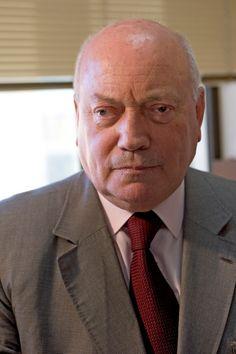 José Manuel de Medeiros Ferreira GCIH • GCL (Ponta Delgada, (1942 – Lisboa, 18 de março de 2014) foi um professor universitário, e político português, tendo feito parte do primeiro Governo Constitucional de Portugal, em 1976.