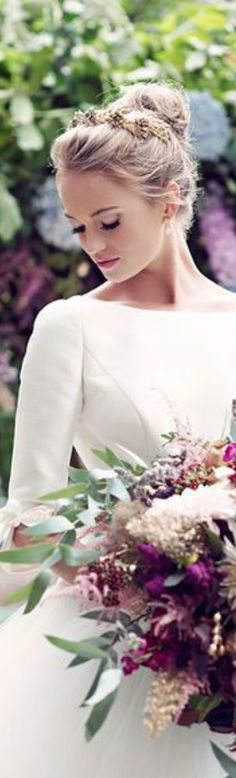Elfen Brautkleid mit langen Ärmeln und Rosen  Mollige Braut ...