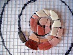 Mosaico sobre pared.   Les invito a seguir el proceso de este mosaico proyectado para una residencia particular en la isla de Mallorc... Mosaic Flower Pots, Mosaic Pots, Mosaic Glass, Tile Crafts, Mosaic Crafts, Mosaic Projects, Mosaic Designs, Mosaic Patterns, Mosaic Tile Art