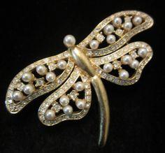"""Pretty Vintage 2-1/2"""" Gold Tone Faux Pearl Rhinestone Dragonfly Brooch A68"""