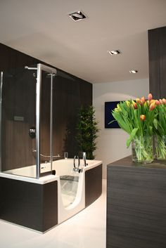 Teuco #Combi Unit at #Essen Fair #ISH Germany. #Shower and #tubs always at your disposal in the same space