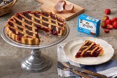 Με μαρμελάδα ροδάκινο, φράουλα, βερίκοκο ή όποια προτιμάμε, η πάστα φλώρα του Χωριό θα ξυπνήσει αναμνήσεις και θα γλυκάνει την παρέα! Frosting, Waffles, Flora, Bakery, Breakfast, Sweet, Greek Beauty, Recipes, Tarts