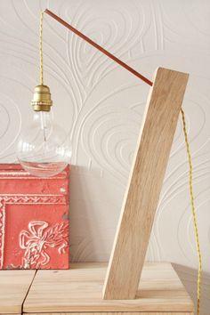 DIY - une lampe à poser • bois et cuivre - Tête d'ange