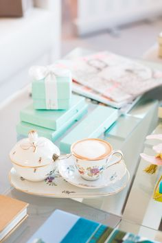 Job Report: Schmuckstylistin bei Pierre Lang - The Daily Dose Coffee Time, Tea Time, Teacups, Afternoon Tea, Country Style, Hot Chocolate, More Fun, Tea Party, Aqua