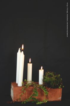 Use a brick for your candle ends and make a beautiful candlestick. Tutorial in Swedish. Christmas Feeling, Winter Christmas, Christmas Crafts, Christmas Decorations, Brick Crafts, Craft Projects, Projects To Try, Oui Oui, Centerpiece Decorations
