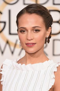 Golden Globes 2016 Celebrity Hairstyles & Makeup: Alicia Vikander #makeup #beauty #hair