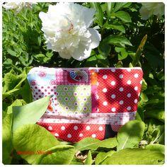 Täschchen aus Stoffresten / Zippered pouch made from scraps of fabric / Upcycling