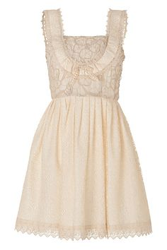 This would have been a pretty wedding dress. Nice and simple <3