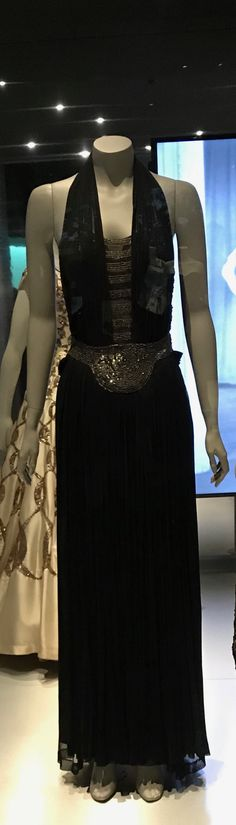 Museu del Disseny de Barcelona Exhibiton Dressing the Body - Silhouettes and Fashion  (1550-2015)  Dress Pedro Rodriguez (1895 - 1899) Barcelona, 1942 Rayon tuilt embroidered qith silver sequins Donated by Hilda Bendomo, 2007