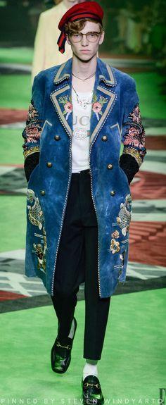 Gucci Men's Spring 2017 Gucci Men's Spring 2017 #gucci #ss2017 #fashion #fashiondesigner #spring2017 #2017 #wwd #vogue #mensfashion #men #runway #menswear #suit