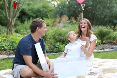 gender reveal idea for just the three of us. A single colored balloon! Gender Reveal Photography, Gender Reveal Photos, Gender Reveal Balloons, Photography Ideas, Bump Ahead, All About Pregnancy, Gender Party, Second Baby, Reveal Parties