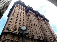 Edifício Martinelli: O primeiro arranha-céu da América Latina. São Paulo - SP. Inaugurado em 1929.