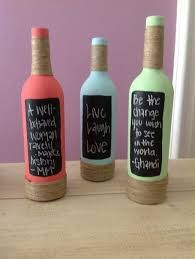 Painted wine bottles, add some twine and chalk board paint to add your own inspiration. cute for deco! Recycled Wine Bottles, Painted Wine Bottles, Liquor Bottles, Wine Bottle Crafts, Bottles And Jars, Bottle Art, Glass Bottles, Diy Bottle, Decorated Bottles