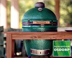 Outdoor living with the Big Green Egg - Hermia Lummasana Big Green Egg Medium, Rain Cap, Small City Garden, Bbq Pitmasters, Spring Is Here, Spring Time, Smoker Cooking, Grilling Tips, Edible Arrangements