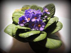 Violet tutorial not English Icing Flowers, Gum Paste Flowers, Fondant Flowers, Clay Flowers, Sugar Flowers, Eatable Flowers, Fondant Flower Tutorial, Fondant Figures Tutorial, Violet Cakes