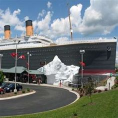 Titanic Museum Branson is a Tourist Attraction in Branson. Plan your road trip to Titanic Museum Branson in MO with Roadtrippers. Orlando, Titanic Museum, Rms Titanic, Titanic Ship, Titanic History, Branson Vacation, Branson Missouri, Best Family Vacations, Family Getaways