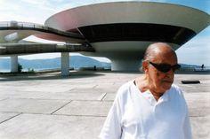 O Criador e a Criatura - Oscar Niemeyer e  o Museu de Arte Contemporânea  - Niterói - RJ - Brasil -