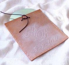 Regalos Decoración cuero grabados personalizados hecho España Spain Custom Leather gifts and Decor: Saquito bolsita de cuero con grabado artístico personalizado para regalo-sorpresa de eventos, artesanal hecho en España.