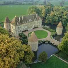 Explore the beauty of Burgundy from glorious Chateau. Enjoy Ladies only vacation in Burgundy, France along with stay in the classic Chateau. Saint Tropez, Ibiza, Tropical Beach Resorts, Burgundy France, Coach Sportif, French Castles, Cap Ferret, Castle Ruins, Belle Villa