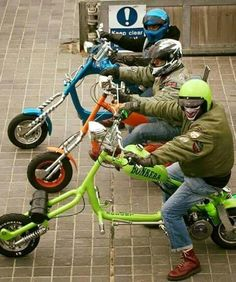 Lambretta Scooter, Motor Scooters, Bike Ideas, Lamb Chops, Pretty Green, Chopper, Bicycles, Cars And Motorcycles, Motorbikes