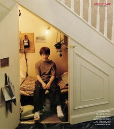 Watch likewise B00M6RZZE6 likewise Real Ghost P1 likewise 8 Annoying Facts About Living In A Two Story House further Split Level home. on bedroom stairs