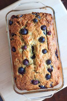 Blueberry banana bread - double the fruit and double the deliciousness! Perfect summertime sweet bread for breakfast or snacking. Blueberry Banana Bread, Blueberry Recipes, Banana Bread Recipes, Oreo Dessert, Dessert Bread, Mini Desserts, Just Desserts, Delicious Fruit, Yummy Food