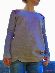 Sweat Libellule (Patron maison) par m Gg++ Sweater Hoodie, Pullover, Sweatshirt Makeover, Diy Vetement, Tee Shirts, Tees, Sewing Patterns Free, Mode Style, Sewing Clothes