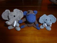 Kleines Äffchen mit 2 neuen Minielefanten ( ich liebe sie)