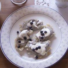 Polnische Piroggen mit Heidelbeeren (Babcine pierogi z jagodami)