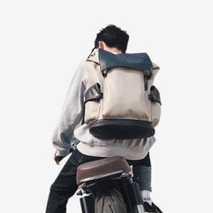 Structured and sleek, our Miyoshi Travel Backpack is made for the modern professional who appreciates utilitarian design crossing with minimalist beauty. Handbags On Sale, Luxury Handbags, Travel Backpack, Sling Backpack, Japanese Backpack, Minimalist Beauty, Lightweight Backpack, Vintage Backpacks, Designer Backpacks