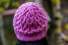 Ravelry: ouna's 10 Сама придумала. Араны, получилась теплая, резинка двойная. Цвет сиренево-розовый, спокойный , приглушенный. Размер шапки: 56-58см. Состав: 100% мериносовая шерсть (занята Э.)
