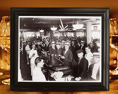 Bar decor: Prohibition era black and white vintage photo. Great Gatsby d Gatsby Wedding Decorations, Speakeasy Decor, Roaring Twenties Party, Art Deco Party, Party Like Gatsby, Alcohol Signs, Before Midnight, Historical Pictures, Vintage Photos