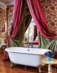 Master bathroom to The Queen Victoria Suite in Hotel Chateau Gutsch. Boutique Design, Eclectic Design, Interior Design, Royal Bathroom, Master Bathroom, Victorian Bathroom, Vintage Bathrooms, Unique House Design, Ivy House