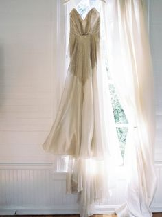 Gorgeous Giveaway Wedding Filled with Heart at Homestead Manor | Photography : Abigail Bobo Photography | Wedding Dress : Carol Hannah Bridal
