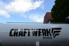 Eigens für das Craftwerk angeschafft: Der vier Meter lange Tanklastwagen bietet Platz für 50 Hektoliter Bier.