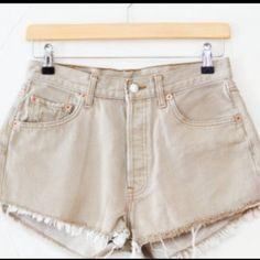 Levis 501 cut off shorts SZ 26 NWT beige Cream/beige cutoff 501 denim shorts button fly Levi's Shorts Jean Shorts